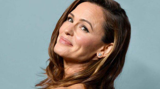 Jennifer Garner closes down pregnancy hypothesis after Halloween photograph brings up issues