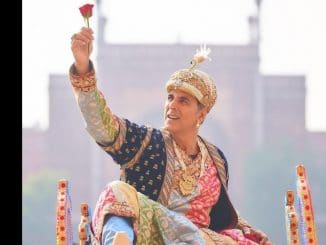 Akshay Kumar dresses as Shah Jahan twirls in front of the Taj Mahal - Trendy Bash