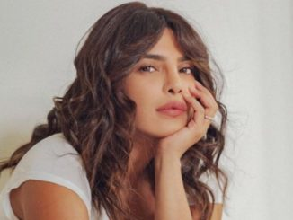Priyanka Chopra Treated fans with stylish picture - Trendy Bash