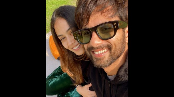 Shahid Kapoor, Mira couple goals a new winter selfie - Trendy Bash
