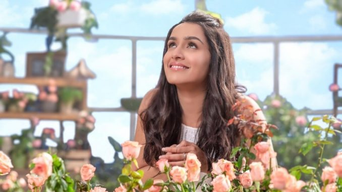 Shraddha Kapoor shares the old family picture on parents anniversary - Trendy Bash