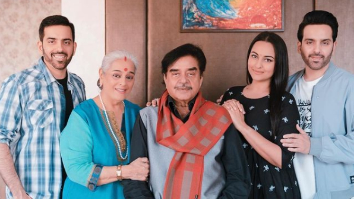 Sonakshi Sinha birthday wishes to father with a family portrait -Trendy Bash