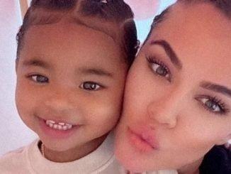Khloe Kardashian donates toys-TrendyBash