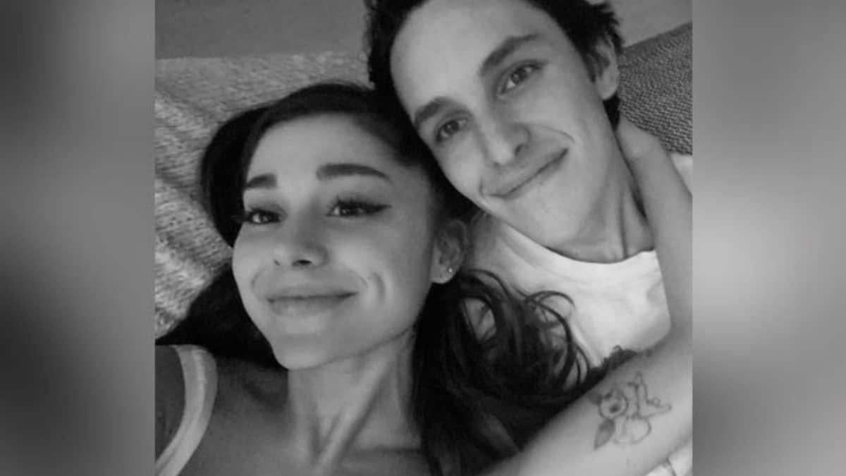 Ariana Grande got engaged-TrendyBash