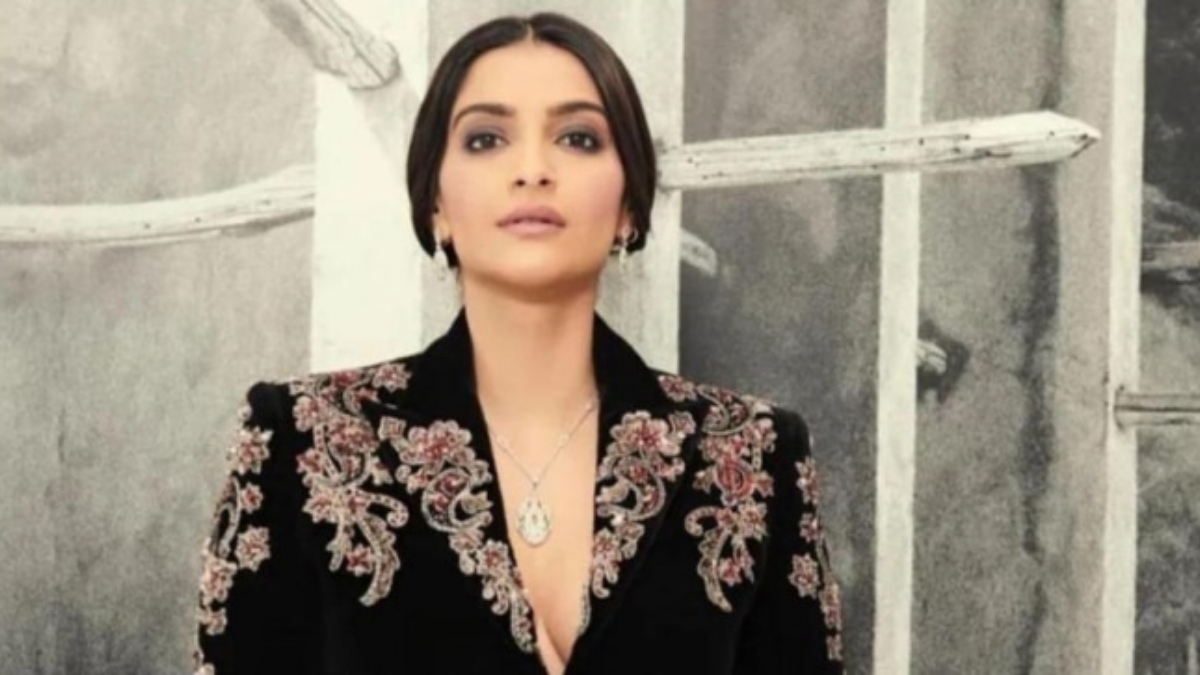 Sonam Kapoor started the shooting for a crime thriller -TrendyBash