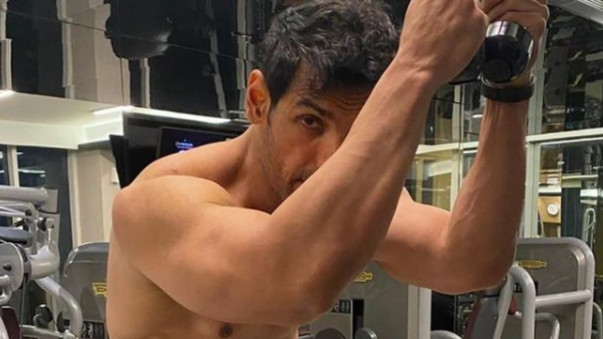 John Abraham gives a sneak peek into his morning workout session - Trendy Bash