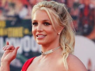 Britney Spears soars temperature while flaunting her 'super flexible' body