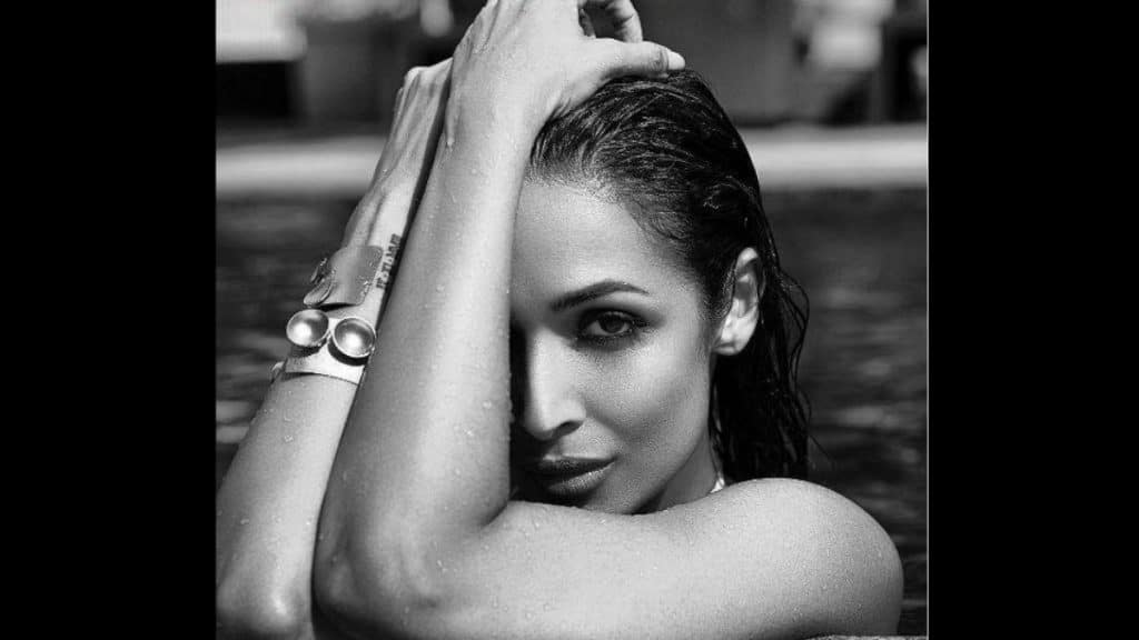 Malaika Arora treated her fans sharing pool picture - Trendy Bash