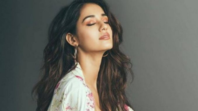 Disha Patani treats fans to no make-up selfies - Trendy Bash