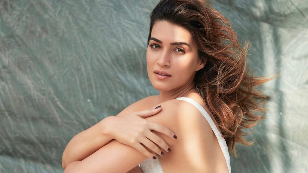 Kriti Sanon starts first shoot of 2021 with Bachchan Pandey - Trendy Bash