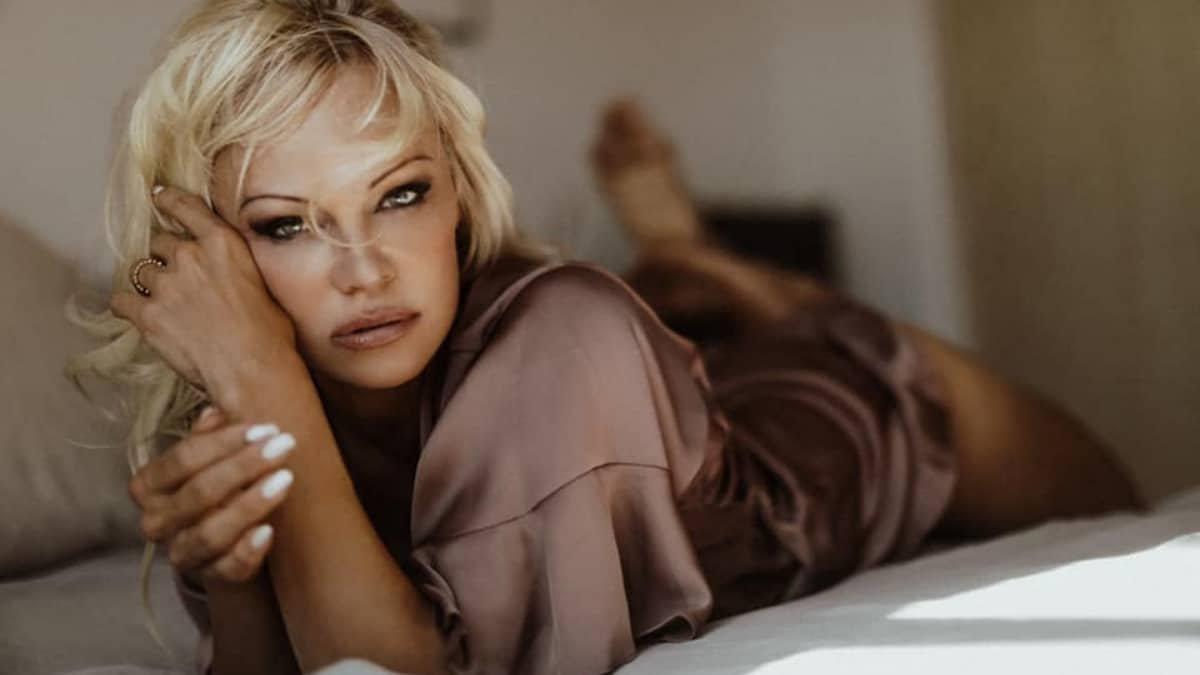 Pamela Anderson says vegans make better lovers - Trendy Bash