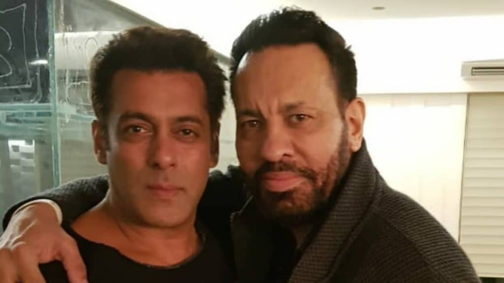 Salman Khan a pose with his bodyguard Shera - Trendy Bash