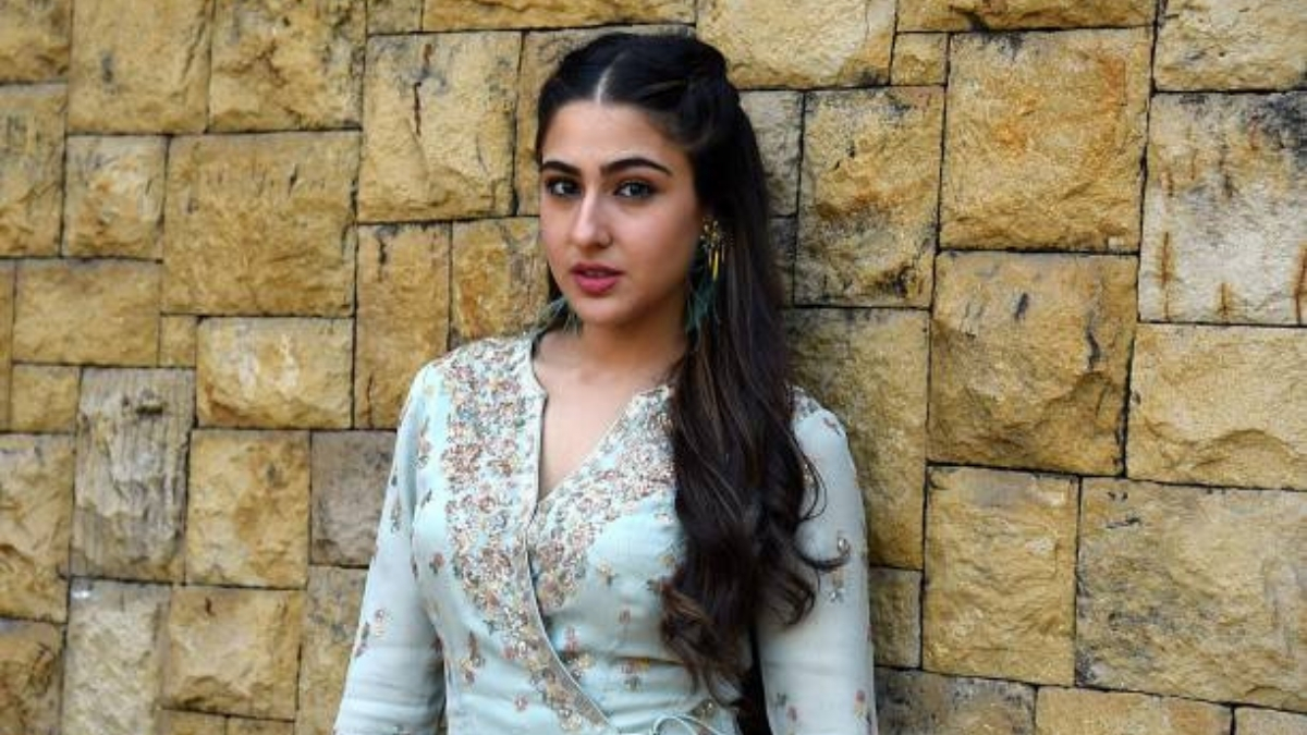 Sara Ali Khan share the weekend workout with an aerial yoga video - Trendy Bash