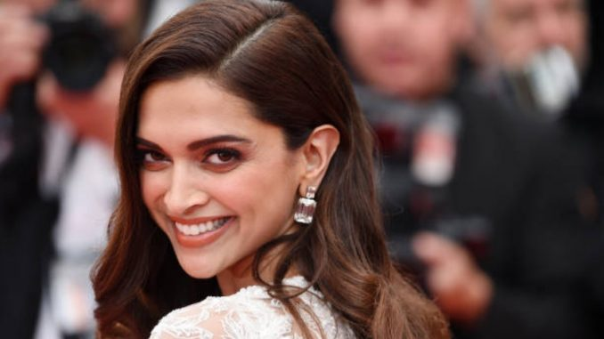 Deepika Padukone shares a picture with a beautiful smile - Trendy Bash