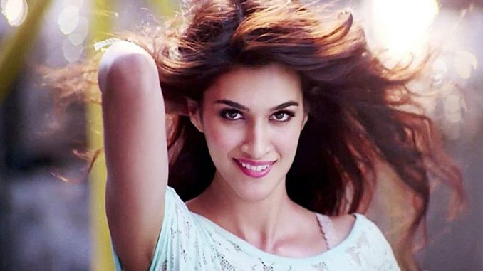 Kriti Sanon shares BTS from sets of 'Bachchan Pandey'