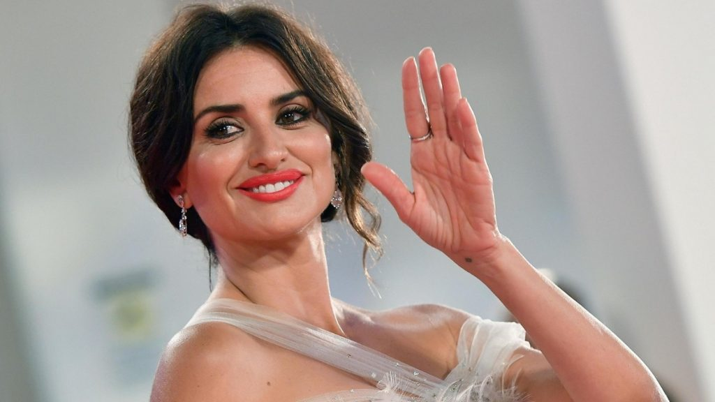 Penelope Cruz to star in Pedro Almodovars Madres paralelas - Trendy Bash