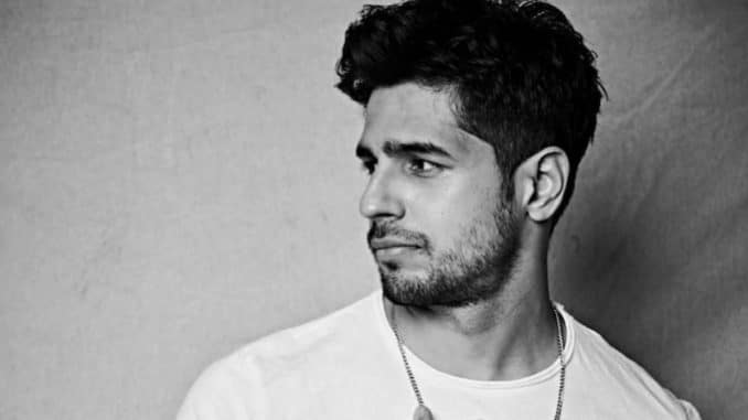 Sidharth Malhotra greeted by huge gathering of fans on 'Mission Majnu' sets
