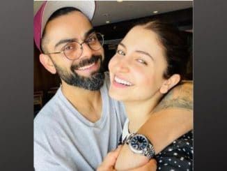 Virat Kohli holds Anushka Sharma in adorable selfie