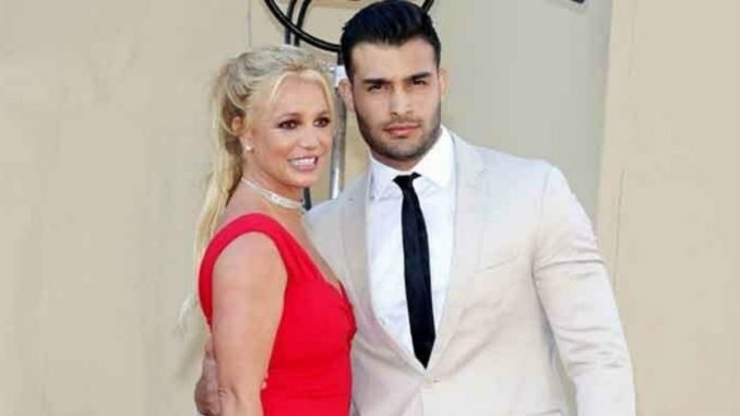 Britney Spears gets COVID-19 vaccine with Sam Asghari